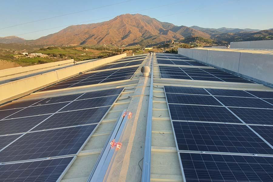 Panel fotovoltaico en nave industrial